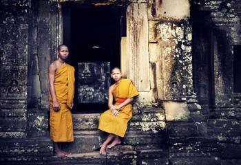 PHNOM PENH <br> Y SIEM REAP