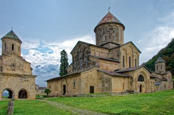 EXPLORA <br> ARMENIA Y GEORGIA